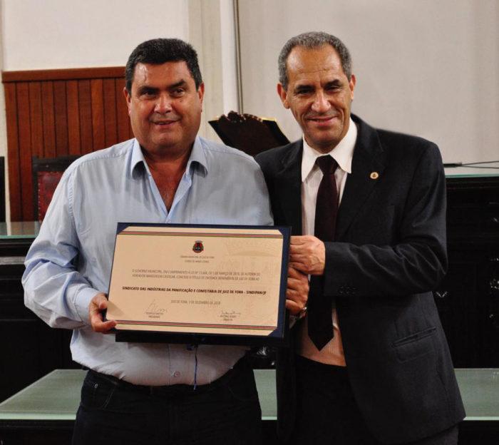 O presidente do Sindipan, Heveraldo Lima de Castro com o vereador Wanderson Castelar (autor do título de entidade benemérita ao sindicato)