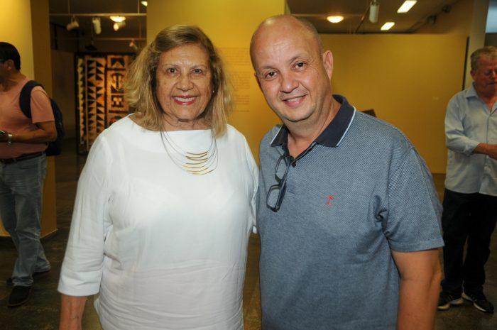 """Lygia Toledo e Paulo Roberto Soares no lançamento do livro """"À Margem do Paraibuna"""", do jornalista Wilson Cid Foto: Andréa Ottoni"""