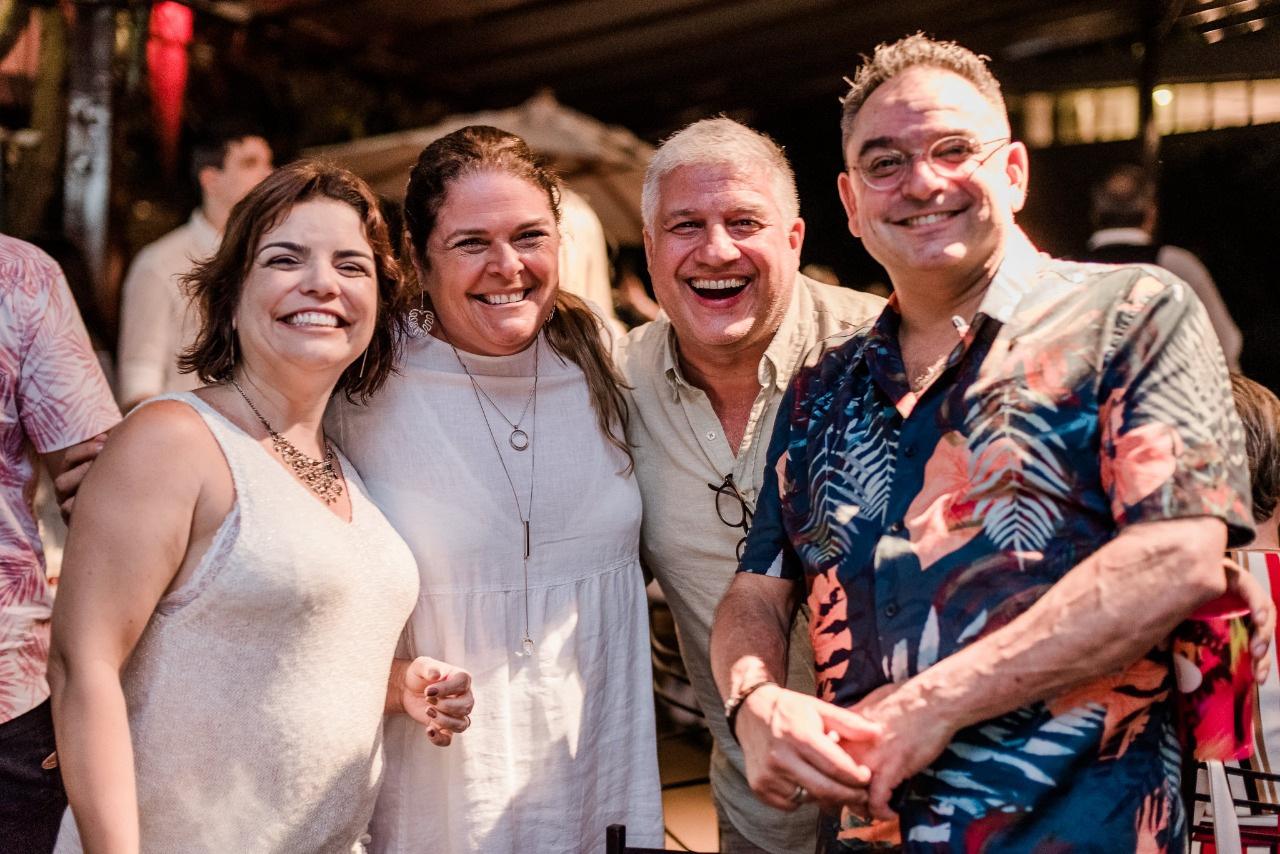 Priscilla Bastos Netto, Tiza Machado, Celinho Vidal e Emílio Aleixo em clima de festa Foto: Nathalia Pacheco