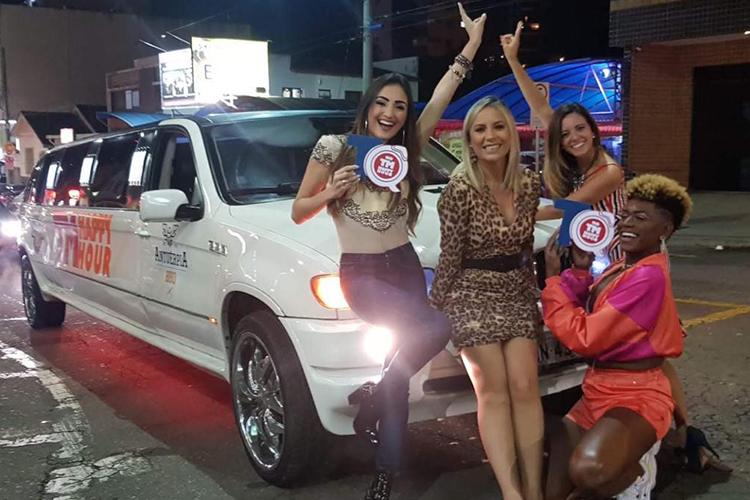 Imagem: Rolê de Limousine com o TM Happy Hour