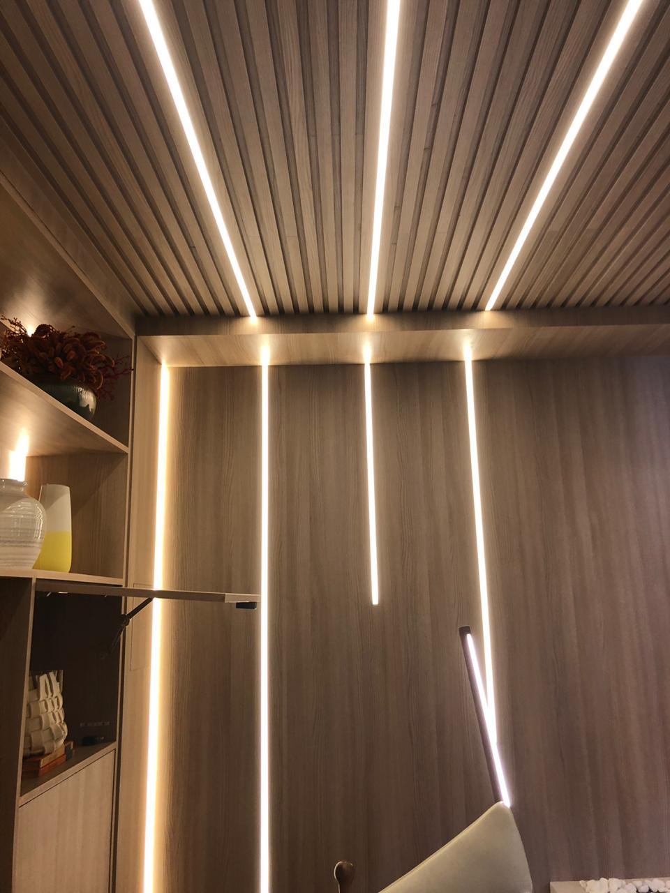 teto-e-parede-iluminados-com-detalhes
