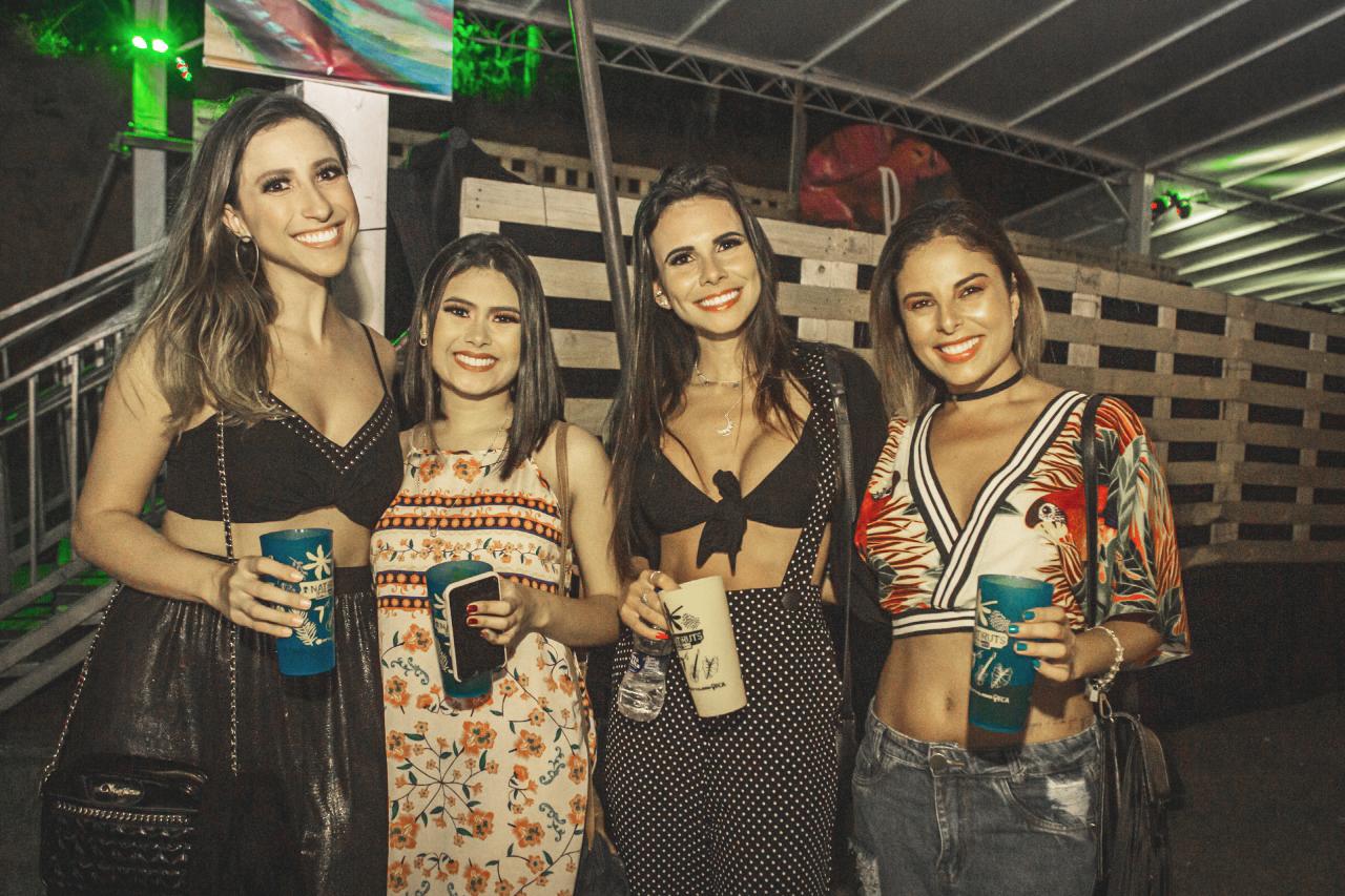 Sabrina Alves, Tamela Freitas, Priscila Guimarães e Carolina Peixoto clicadas no show da banda Natiruts, no Green Hill Foto: Anderson Larcher