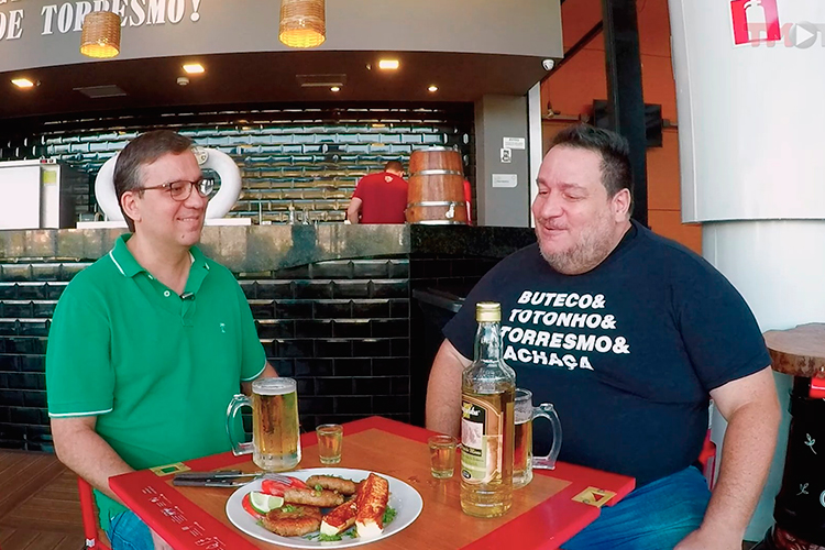 Imagem: Airton Soares no buteco com Marcos Costa, do IGA JF