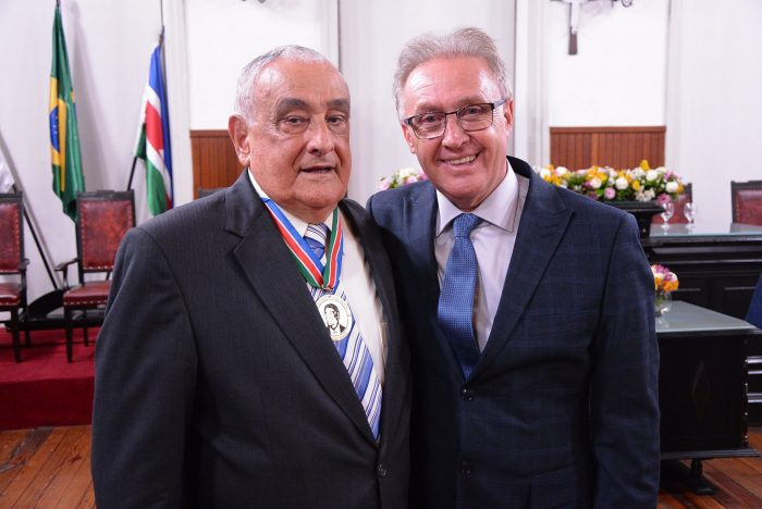 Tarcísio Delgado e o vereador Juraci Scheffer, na Câmara