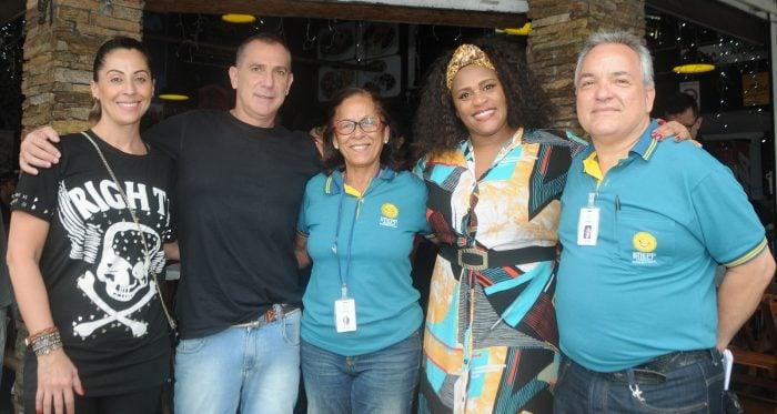 Ariane Sarto e Álvaro Lamha, Nelma Tavares, a cantora Sandra Portela e Mauro Vidal, na tarde solidária do Imepp, na Estação Grill Foto: Andréa Ottoni