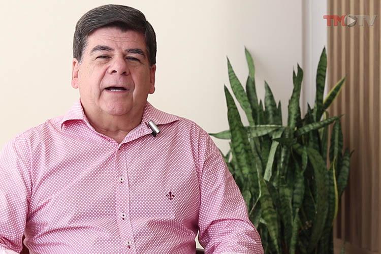 Imagem: César Romero entrevista Marcelo Nader, idealizador do bloco Só Love