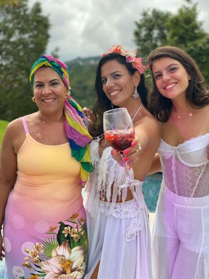 Eliane Pullig Granato com a filha Paula Falce (aniversariando) e a neta Valentina Falce Daldegan em tarde de festa