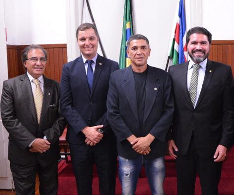O juiz Edyr Guerson de Medeiros, vereador Marlon Siqueira, Sidnilson Ferrreira e o deputado Newton Cardoso Jr.