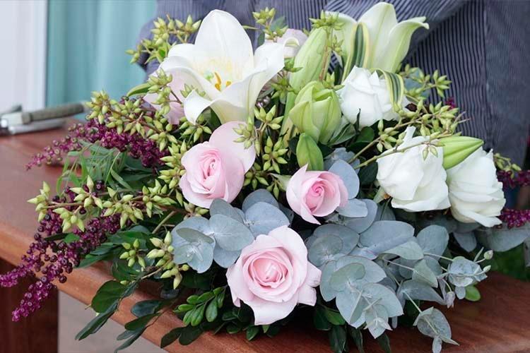 Imagem: Aprenda a fazer um arranjo de flores para decorar o ambiente