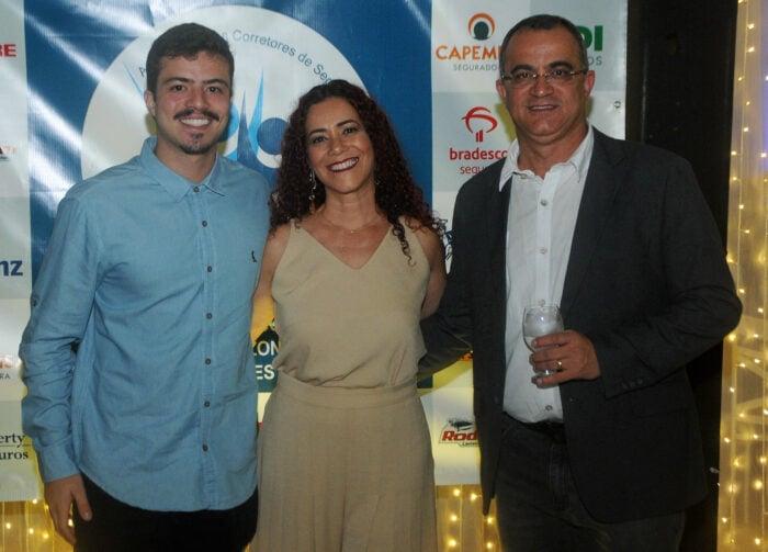 Guilherme Kneipp com os pais Josely e Hideraldo Kneipp Foto: Andréa Ottoni