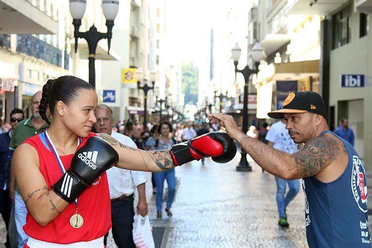 Imagem: Bia Ferreira segue os passos do pai e se torna referência no boxe