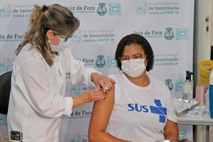 Imagem: JF inicia a vacinação contra a Covid-19