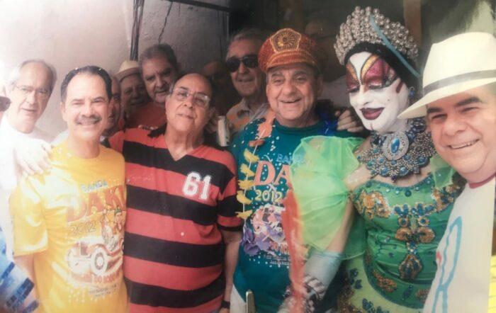 Roberto Diniz, prefeito Custódio Mattos, Maurício Gama, Luiz Carlos (Kpeta) Novais Rosa, José Carlos Passos - o grande Zé Kodak - Isabelita dos Patins e CR antes do desfile da Banda Daki no carnaval de 2012