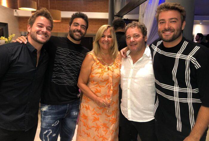 Joana e Marcelo Schmidt Alves com os filhos Lucas, Matheus e Marcos