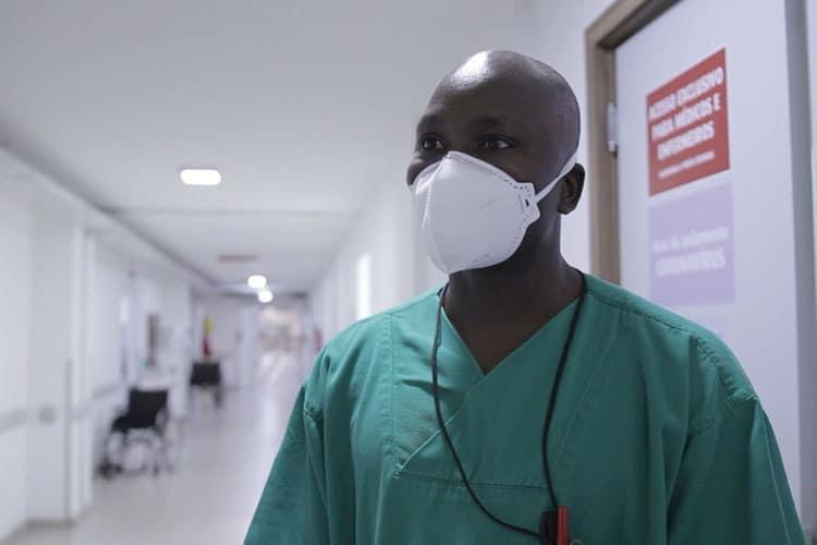 Imagem: Trabalhadores das UTIs contam como é a rotina nos hospitais