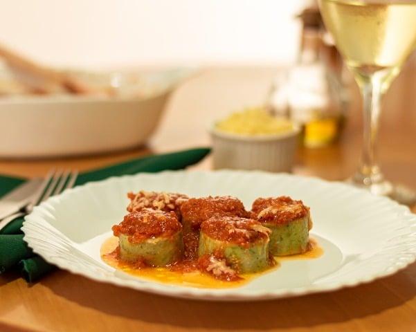 Rondelli de Ricota, Espinafre e Castanhas ao Molho Pomodoro