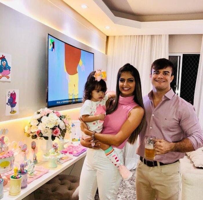 Susane Castro e Felippe Balbi comemorando os 2 anos da filha Sophia
