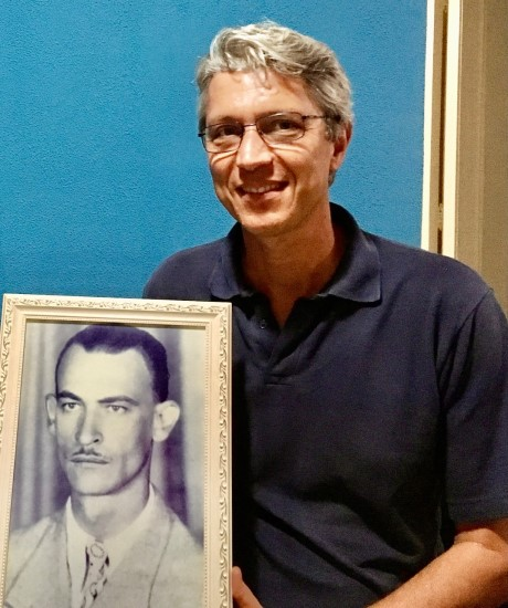 alexandre-maestrini-segurando-porta-retrato-by-arquivo-pessoal