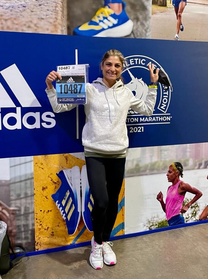 Vanessa Ahouagi Costa Chaladovski, juiz-forana que mora há alguns anos em Nova York, participou ontem da 125ª edição da tradicional Maratona de Boston, a mais antiga do mundo